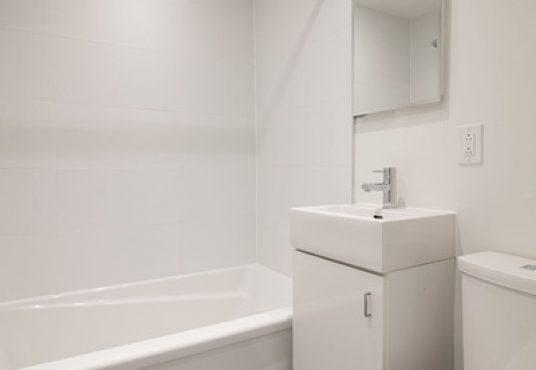 50046 0603 2018 02 Marketing Apartment Bathroom Portrait 1